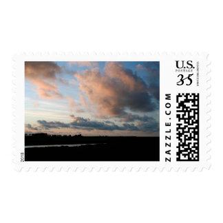 Cielo pacífico de la puesta del sol - fotografía - sello