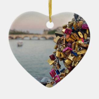 Cielo precioso de la tarde en París con las Adorno Navideño De Cerámica En Forma De Corazón