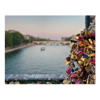 Cielo precioso de la tarde en París Postal