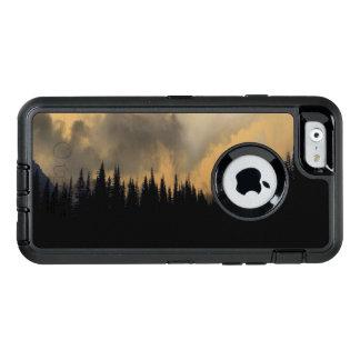 Cielo y árboles amenazadores del Parque Nacional Funda Otterbox Para iPhone 6/6s