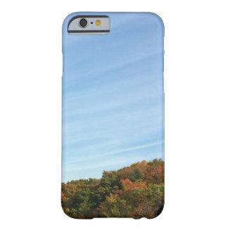 Cielo y follaje de otoño grandes funda para iPhone 6 barely there