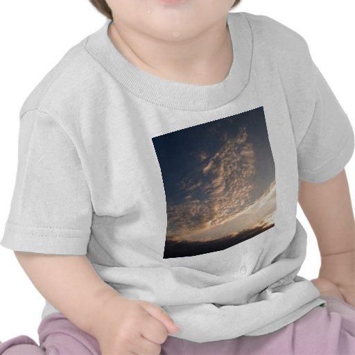cielo y nube hermosos camiseta