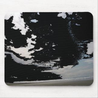 Cielo y playa abstractos grises blancos negros de  tapete de ratones