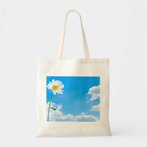 Cielos azules del claro de la margarita del verano bolsas