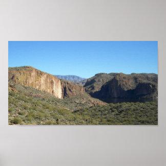 Cielos azules, montañas y Agua-Cultivo claros #2 Póster