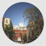 Cielos azules sobre el East Village Pegatina Redonda
