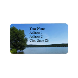 Cielos azules sobre etiqueta del lago Otisco Etiqueta De Dirección