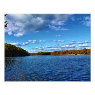 Cielos azules y río profundos arte con fotos