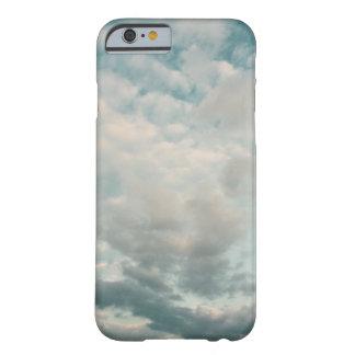 Cielos en parte nublados funda para iPhone 6 barely there