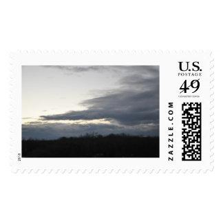 Cielos grises azulados en un sello