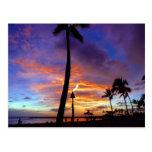 Cielos llameantes sobre la playa de Waikiki Postal