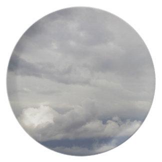 Cielos nublados plato de cena