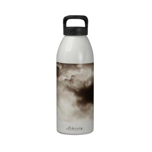 Cielos tempestuosos botella de agua