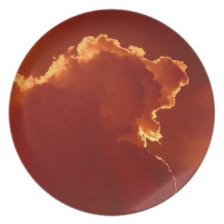 Cielos tempestuosos de la luz del halo del cielo platos de comidas