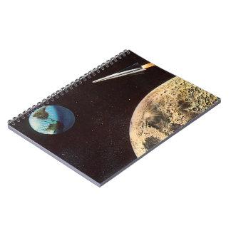 Ciencia ficción del vintage, nave de Rocket sobre Spiral Notebooks
