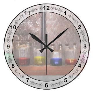 Ciencia - químico - cristalería para los pares reloj redondo grande