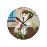 Científico con los tubos de ensayo relojes