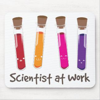 Científico en el trabajo alfombrilla de ratón