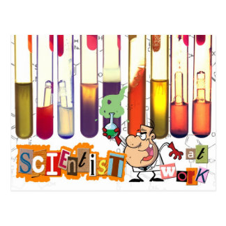 Científico en el trabajo tarjetas postales