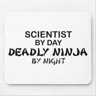 Científico Ninja mortal por noche Tapetes De Raton