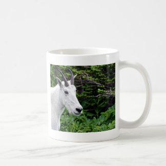 Cierre de la cabra de montaña para arriba taza