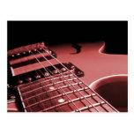 Cierre de la guitarra eléctrica encima del rojo de postal