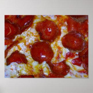 cierre de la pizza de salchichones encima del póster