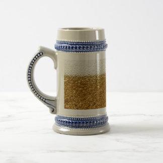 Cierre de la taza de cerveza para arriba
