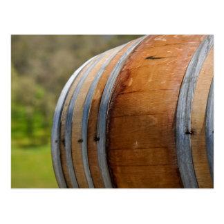Cierre del barril de vino para arriba con el postal