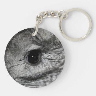 cierre del ojo de la chinchilla para arriba llavero redondo acrílico a doble cara