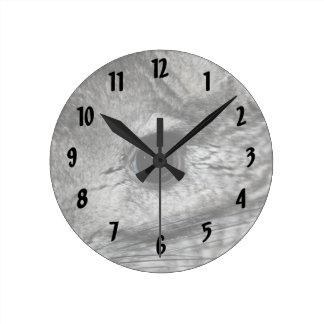 cierre del ojo de la chinchilla para arriba reloj redondo mediano