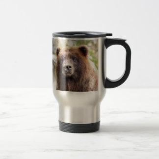 Cierre del retrato del oso grizzly para arriba taza de viaje