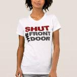 Cierre la puerta principal camisetas