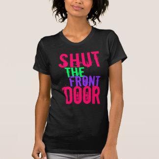 Cierre la puerta principal camiseta