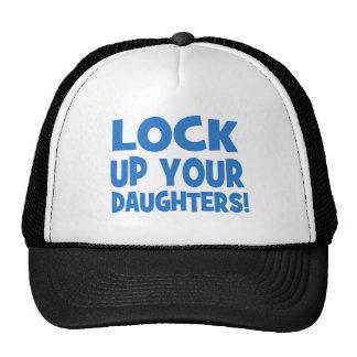 ¡Cierre para arriba a sus hijas! Gorras De Camionero