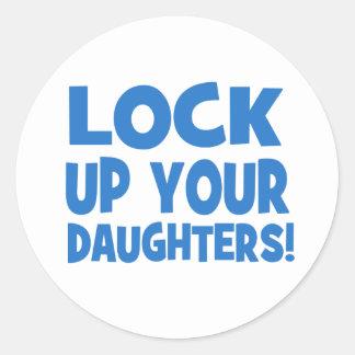 ¡Cierre para arriba a sus hijas! Pegatina Redonda