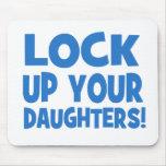 ¡Cierre para arriba a sus hijas! Alfombrilla De Ratones