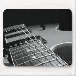 Cierre para arriba - B&W gris de la guitarra eléct Tapetes De Raton