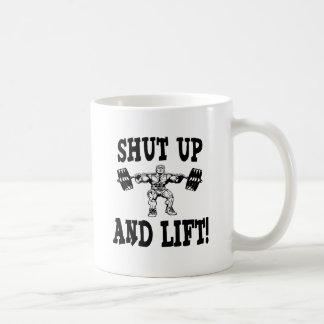 Cierre y levante el levantamiento de pesas tazas de café