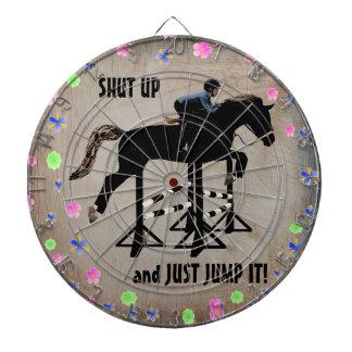 Ciérrelo y apenas salte caballo tablero dardos