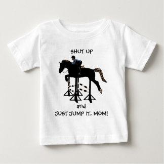 Ciérrelo y apenas salte caballo playera de bebé
