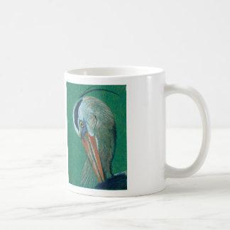 Ciérrese encima de garza taza clásica