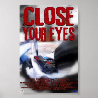 Ciérrese los ojos póster