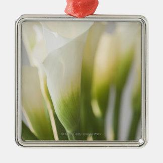 Ciérrese para arriba calalily de flores adorno navideño cuadrado de metal