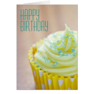 Ciérrese para arriba de cumpleaños de la tarjeta de felicitación