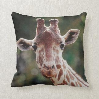 Ciérrese para arriba de jirafa reticulada cojin