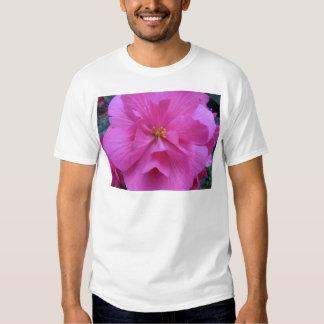 Ciérrese para arriba de la flor rosada poleras
