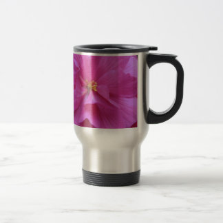 Ciérrese para arriba de la flor rosada taza de viaje