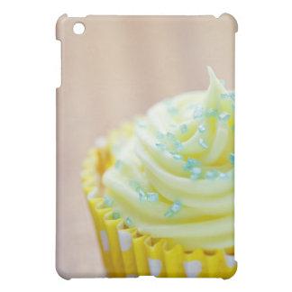 Ciérrese para arriba de la torta de la taza que mu