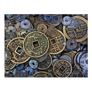 Ciérrese para arriba de monedas vietnamitas postal